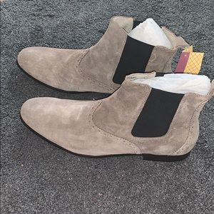 Penguin Sz 13 NWT gray suede Chelsea boots